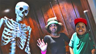 Shiloh and Shasha SCARY ELEVATOR! - Onyx Kids