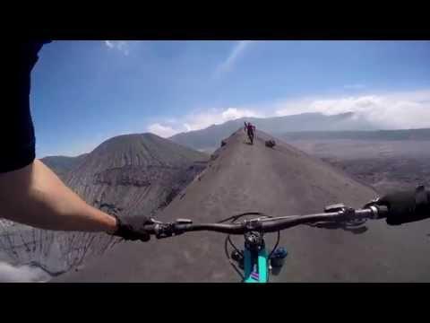 Brown POW - Riding the volcano down @Mt Bromo  MTB Santacruz Nomad 3