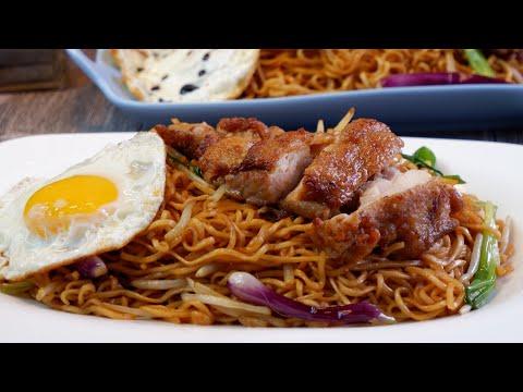 How To Stir Fry The Best Instant Ramen Noodles W/ Chicken Chop 干炒鸡扒公仔面 Super Easy Hong Kong Recipe