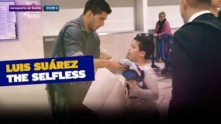 لويس سواريز نجم برشلونة الإسبانى يحقق أمنية طفل .. فيديو