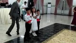 дети спели песню на проводы сестры