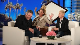 Blake Shelton Gets a Scare from Julie Bowen