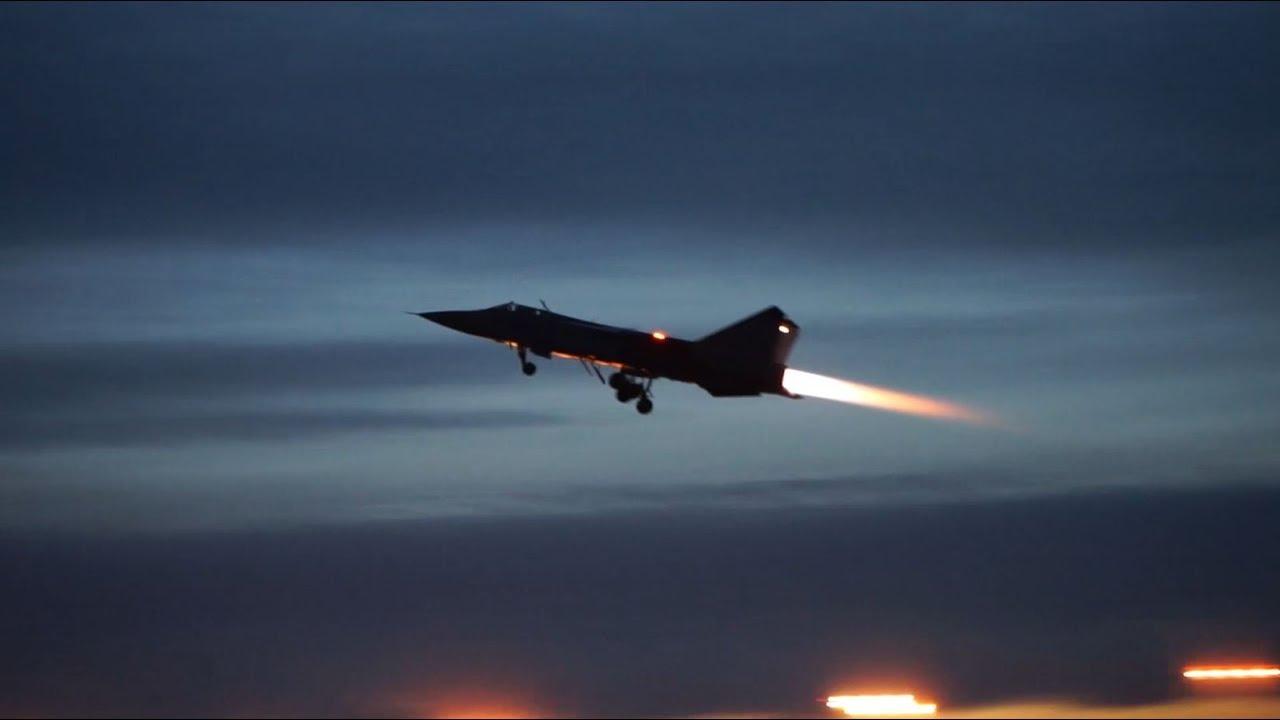 Ночные полеты истребителей-перехватчиков МиГ-31БМ