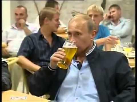 пьет пиво фото
