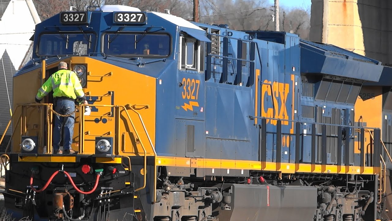 New CSX ET44AH Dropping Trash Cars In Brunswick - YouTube