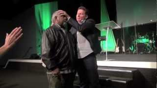 Blurred vision from cataracts & diabetes pain miracle healing - John Mellor Ministries