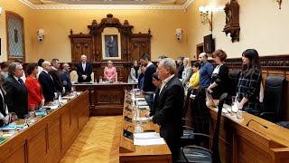 El Pleno de Gijón guarda un minuto de silencio por el asesinato de Lorena Dacuña Fernández