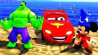 Халк и Микки Маус играют с Машинкой Молнией Водные горки Дисней видео для Детей