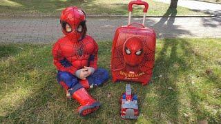 Fatih Selim ile sürpriz bavul açtık!spiderman'lı bavuldan çıkan hediyeler,Fatih Selimin çocuk bavulu