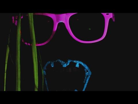 Erakossa - Puhu kädelle (visuaalimusavideo)