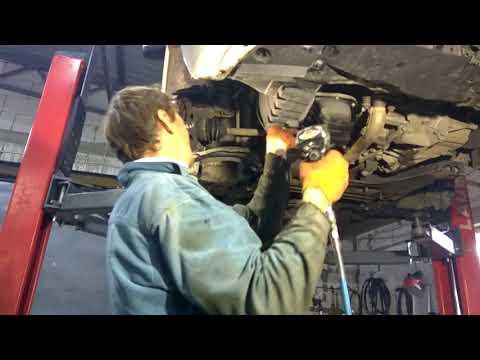 Nissan Note ремонт рычага, замена сайлентблока , ремонт авто, и снятие рычага..