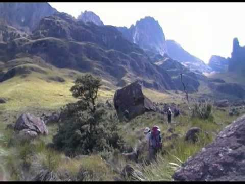 A walk through the Drakensberg Mountains