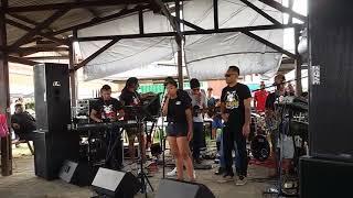 Band ( kelompok music ) wong Djowo show neng Pasar Sondagh Markt, Paramaribo Suriname