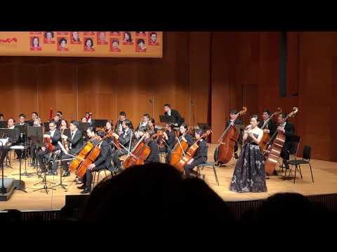我和我的祖國, performed by Emily Ting and Warren Mok