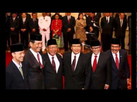 Indonesia's Widodo reshuffles cabinet to boost economy