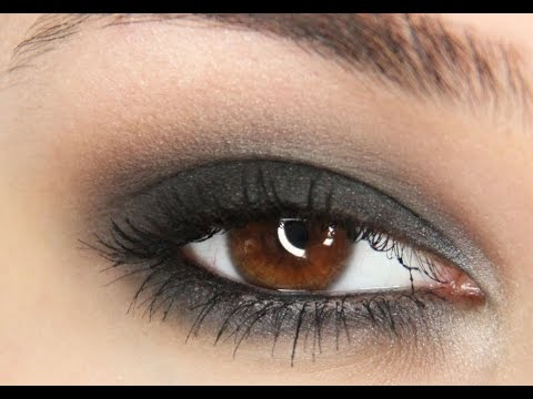 Simple and fast black smokey eye tutorial!