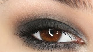 Simple and fast black smokey eye tutorial! Thumbnail