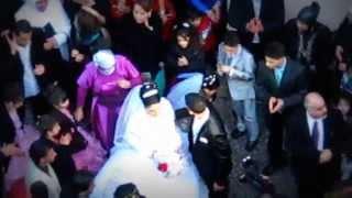 Arab Wedding Berlin Neukölln - Bride cant pass parking cars -