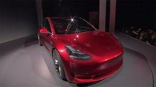 Warum Elon Musk in der Fabrik schläft und Milliarden hereinholt: Tesla Model 3 soll… - economy(Der Elektroautohersteller Tesla verkauft Aktien für 1,25 Milliarden Euro, um Geld hereinzuholen für den beschleunigten Produktionsaufbau seines ..., 2016-05-20T14:01:42.000Z)