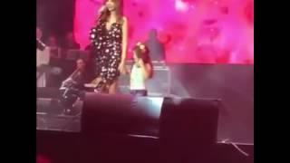 طفله صغيرا تفاجئ نانسي عجرم بلغناء معها على المسرح =Nancy Ajram=