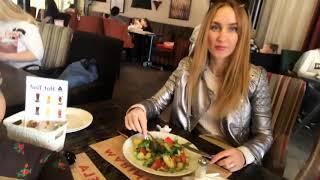 Кафе Казан в Харькове с Надей и моей сестрой