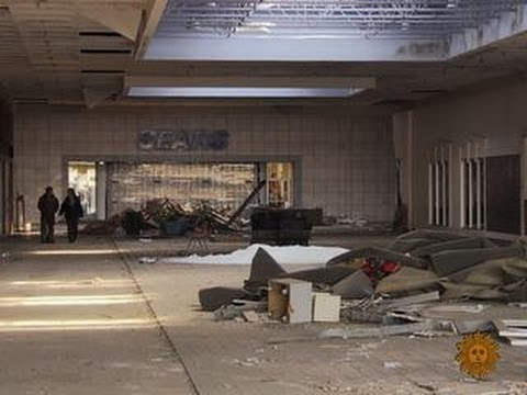 American shopping malls struggle to survive