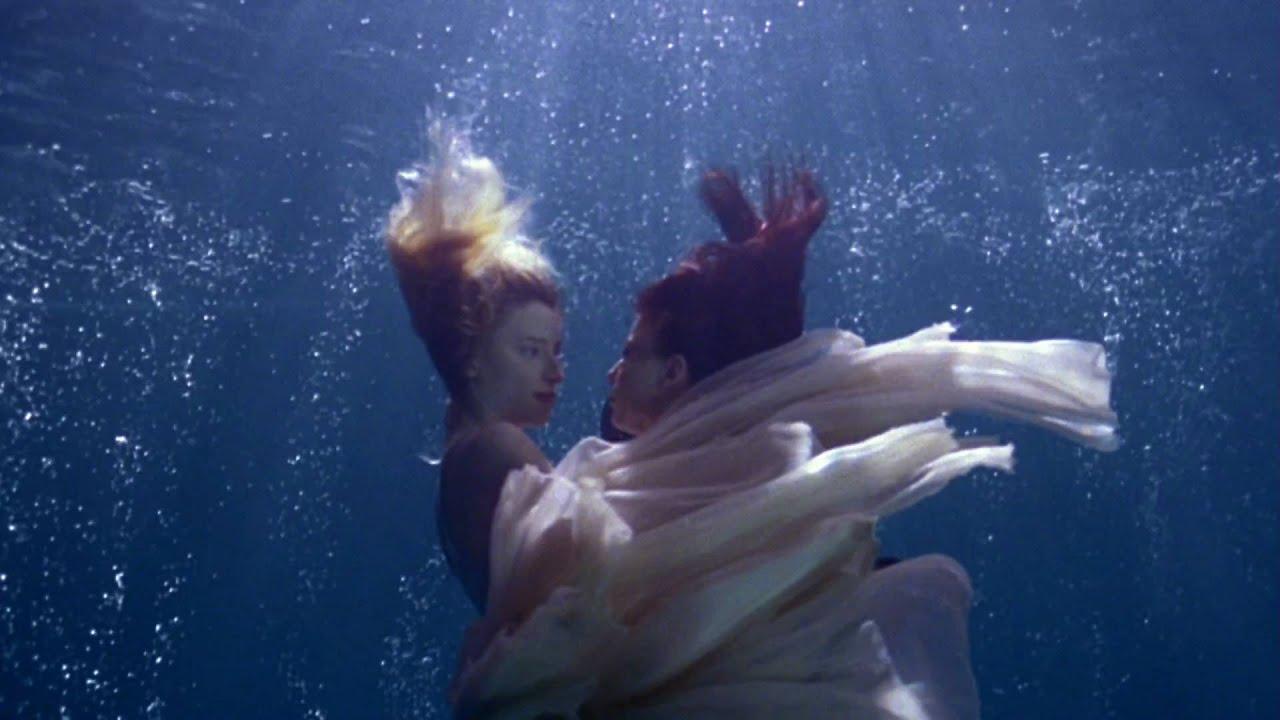 Nackte frauen unterwasser