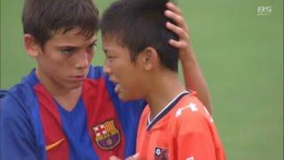【試合後】優勝したFCバルセロナの選手達が大宮アルディージャの選手達のもとに。「U-12 ジュニアサッカーワールドチャレンジ 2016」