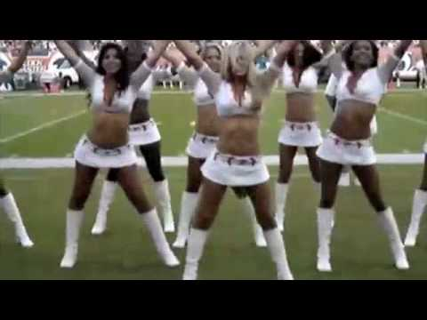 She Upskirt cheerleader flashes without