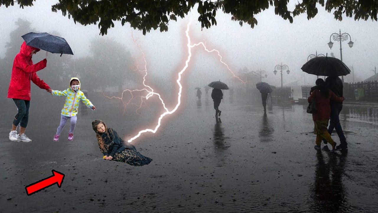 ইন্নালিল্লাহ! একমুহূর্তেই চোখের সামনে একি ঘটে গেলো? সরাসরি দেখুন বজ্রপাত lightning strikes miracles