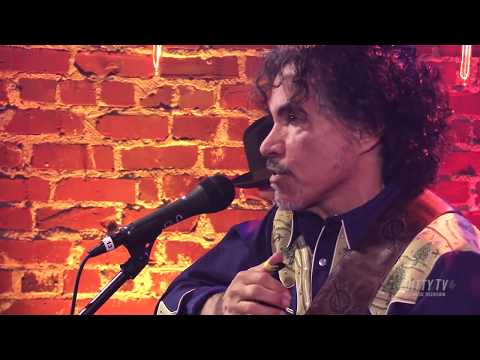 "John Oates performs ""Miss the Mississippi"" on Ditty TV"