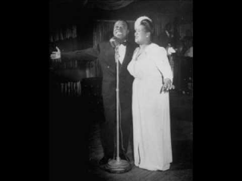 Louis Armstrong - Accentuate The Positive (New Years Eve 1945)