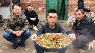 """【食味阿远】阿远184块买了两只公鸡,10斤重,下锅做了道""""炒鸡""""吃,够入味   Shi Wei A Yuan"""
