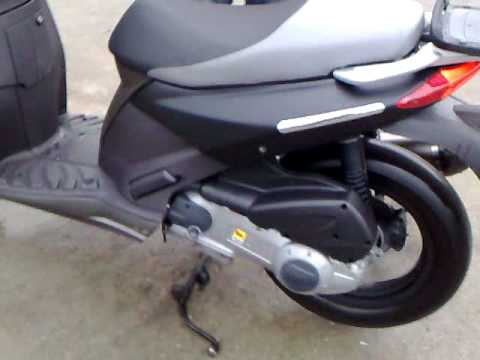 aprilia sportcity 250 with akrapovic youtube. Black Bedroom Furniture Sets. Home Design Ideas