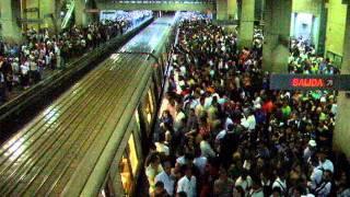 首都カラカスの地下鉄!通勤ラッシュ!@カラカス(ベネズエラ)