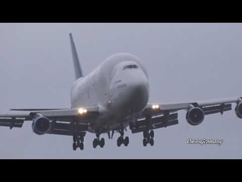Boeing 747LCF DreamLifter Wings Wobble & Flex During Turbulent Landing @ KPAE Paine Field