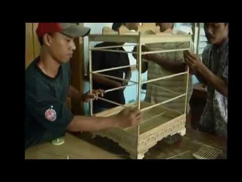 Pelatihan Pembuatan Sangkar Burung di Kelurahan Patangpuluhan oleh Karunia Sangkar