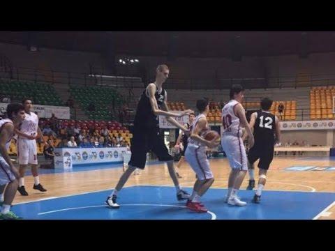 [高校生で身長231cm] バスケ界で最も背が高い選手・ボブロスキー