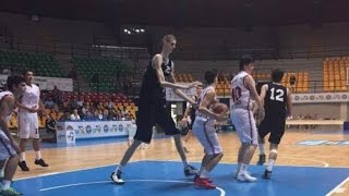 [高校生で身長231cm] バスケ界で最も背が高い選手・ボブロスキー thumbnail