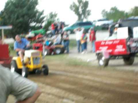 Circle S Farms Cub Cadet pull tractor Sumner Iowa