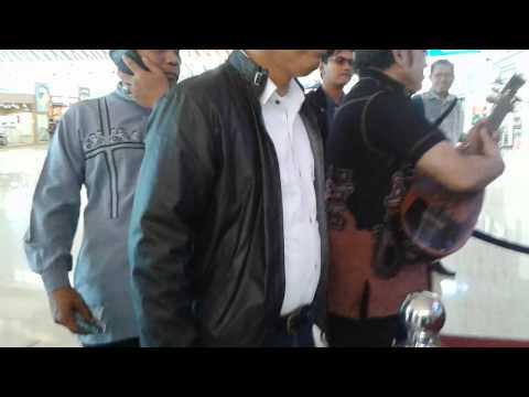 Rhoma Irama disambut lagu Menunggu & Begadang2 di Bandara Sultan Hasanuddin