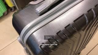 Пластиковый чемодан на колесах из поликарбоната, черный-карбон
