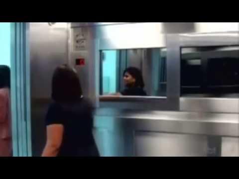 """Clip về """"con ma"""" xuất hiện trong thang máy đang gây """"sốt"""" tại Brazil.  .mp4"""