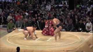2014大相撲九州場所10日目、鶴竜 vs 照ノ富士の取組。現地オリジナル撮...