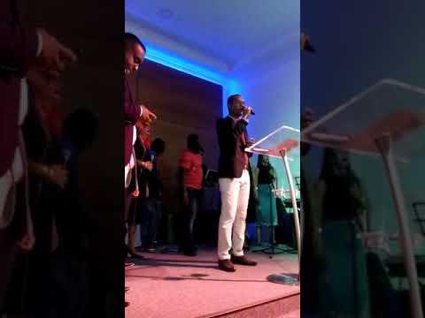 PR Sandro Veloso louvando em nossa amada igreja Advec Paratinga