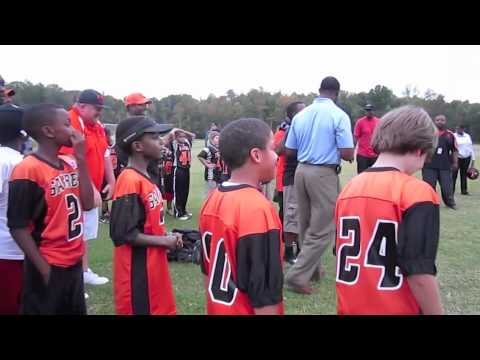 AYF & Kraft Huddle to Fight Hunger w/ NFL WR Muhsin Muhammad throwing passes