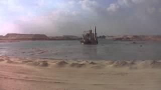 قناة السويس الجديدة : الحفر والتكريك فى الكيلو 65  بالتزامن مع حركة الملاحة