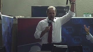 Brenly sings during seventh-inning stretch