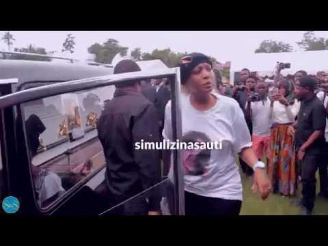 Jeneza lenye mwili wa Agnes Masogange lilipowasili Leaders Club