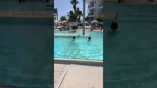 Кипр. Бассейн в отеле